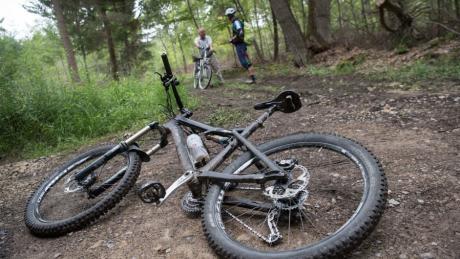 Mountainbiken im Wald ist für viele ein Reizthema.