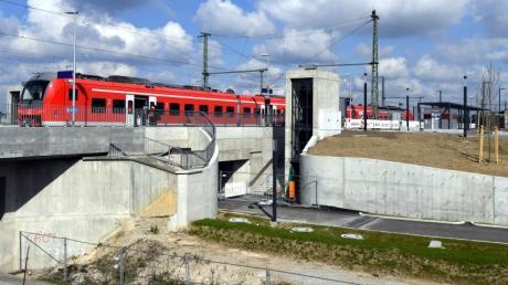 Der Neubau des Gersthofer Bahnhofs ist noch nicht offiziell in Betrieb genommen. Die Bahn muss die Anlagen noch abnehmen.