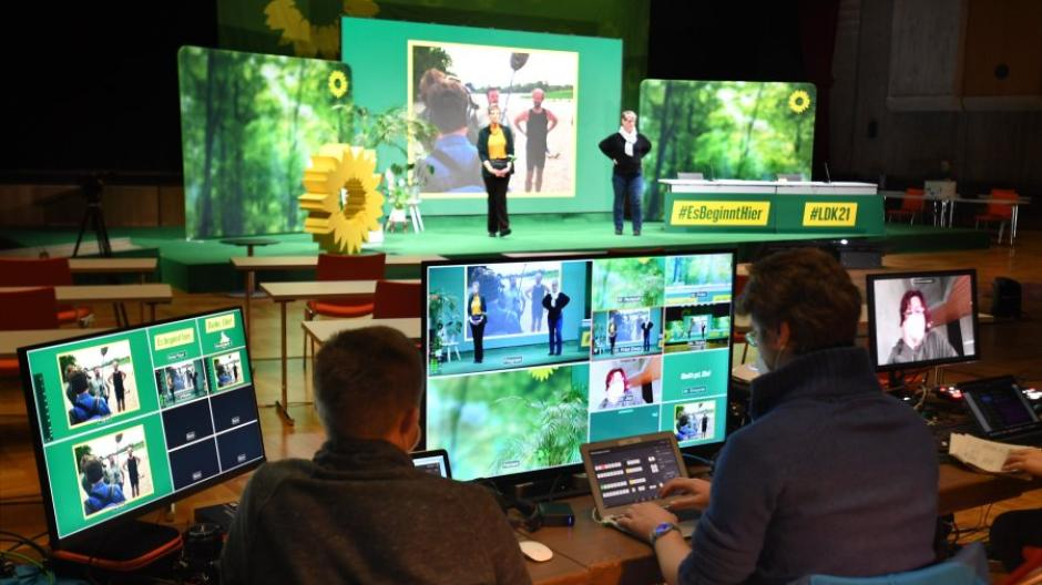 Am Wochenende tagen die bayerischen Grünen in der Kongresshalle in Augsburg - die allermeisten Teilnehmer sind aber nur digital dabei.
