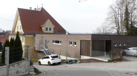 Die Kindertagesstätte in Kettershausen mit der im Jahr 2018 eingeweihten Kinderkrippe. Für die Erweiterung um jeweils eine Gruppe sind im Finanzhaushalt Gelder vorgesehen.