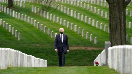 Joe Biden, besucht den Arlington National Cemetery. Der US-Präsident hatte am 14. April den Abzug der US-Truppen aus Afghanistan zum 11. September angekündigt.