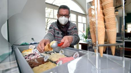 Bei Erhard Schwarz im Caféhaus in Zusmarshausen gibt es Eis zum Mitnehmen. Mit der offiziellen Eröffnung seiner M14 Genussmanufaktur muss er wegen der Corona-Regeln noch warten.