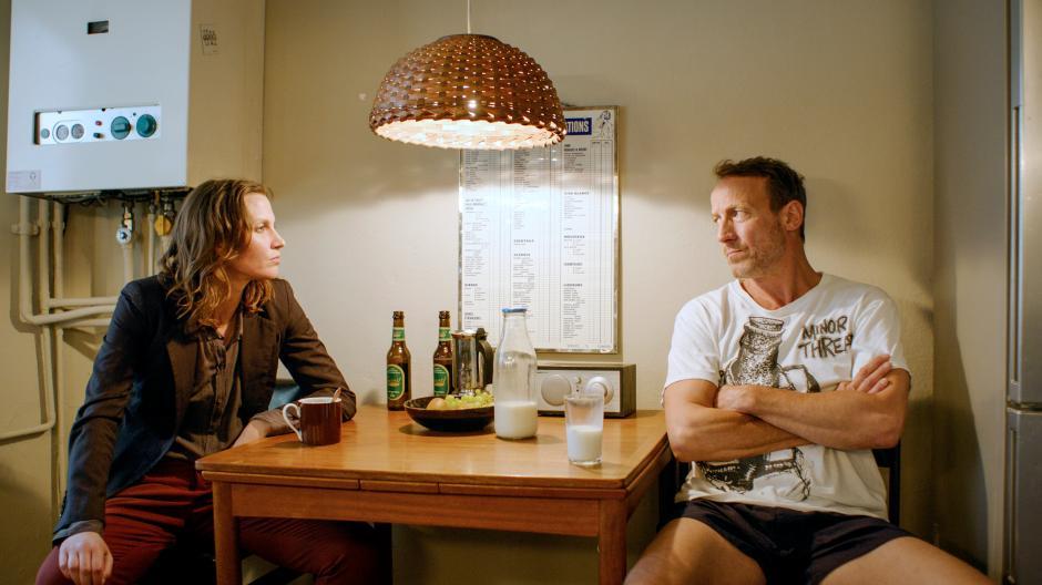Falk mengkhawatirkan Marija (Tatiana Nekrasov).