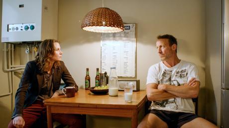 Falke (Wotan Wilke Möhring) macht sich Sorgen um Marija (Tatiana Nekrasov).