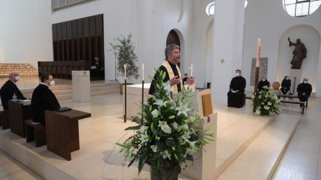 Der katholische Stadtdekan Helmut Haug beim Gottesdienst für die Corona-Opfer am Sonntag in Augsburg.