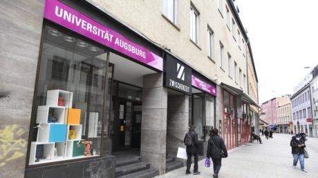 """Ein umfangreiches Mitmachprogramm bietet die neue Zweigstelle der Uni Augsburg im Pop-up-Store """"Zwischenzeit""""  in der Annastraße."""