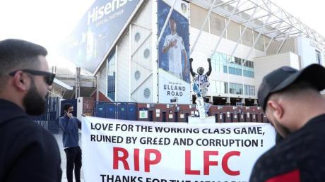 Fans protestierten vor dem Spiel von Leeds United gegen den FC Liverpool gegen die geplante Super League.