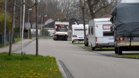 Dauerparker in der Flößerstraße sind ein Dauerthema in Mering.