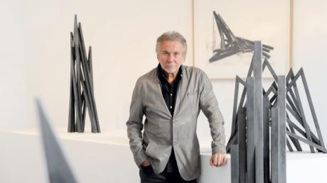 Bernar Venet feiert seinen 80. Geburtstag. In Neu-UIm hat er bislang starke Spuren hinterlassen - und Freunde gefunden.