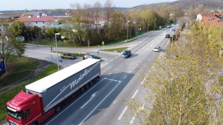 Was hilft an dieser Stelle der Ortsdurchfahrt Mühlhausen: Ampel oder Kreisverkehr? Der Gemeinderat beschloss nun, ein zweites Gutachten einholen zu lassen.