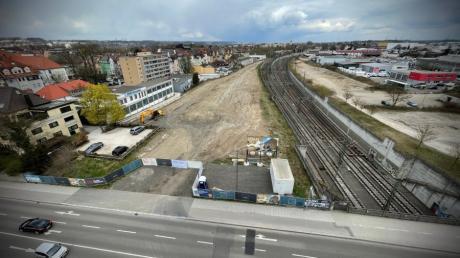 An der Reuttier Straße ist das Baufeld für das künftige Leplat-Quartier freigeräumt. Die Pläne wurden zuletzt nochmals überarbeitet.