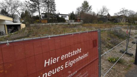 Baustelle Immobilie: In diese Baulücke an der Hartwaldstraße in Mering sollen zwei Häuser gebaut werden.