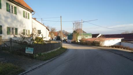 Für die Stefanstraße in Obergriesbach - hier der Blick ortsauswärts - will der Gemeinderat Obergriesbach einen Bebauungsplan aufstellen.