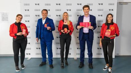 Die Gründerinnen Nadja Fischer, Annette Steiner-Kienzler und Maximiliane Staiger (von links) haben einen Deal mit Carsten Maschmeyer (rechts) und Ralf Dümmel.