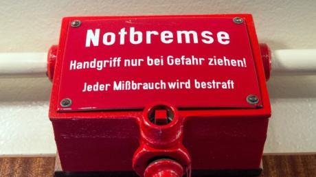 Kaum hat der Bundestag die bundeseinheitliche Notbremse beschlossen, wird sie auch schon kritisiert.