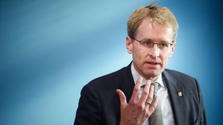 Daniel Günther ist Ministerpräsident von Schleswig-Holstein. Er regiert das Bundesland, das deutschlandweit die geringsten Inzidenzwerte aufweist.