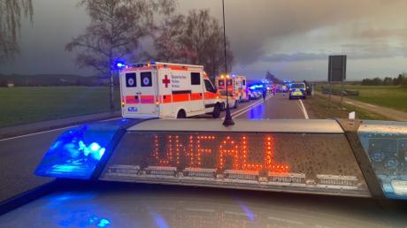 Bei einem schweren Verkehrsunfall auf der B17 bei Unterdießen ist ein 58-jähriger Mann ums Leben gekommen.