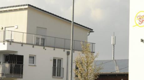 Die Telekom hat die Antenne auf diesem Dach an der Von-Gravenreuth-Straße in Affing modernisieren lassen.