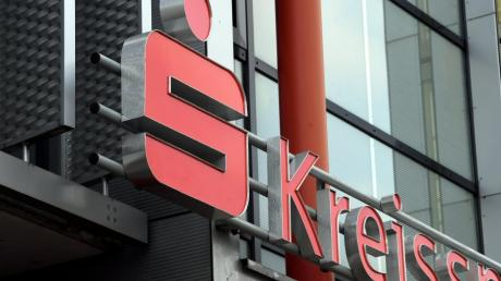 Nach der Fusion der Kreissparkasse Augsburg mit der Sparkasse Memmingen-Lindau-Mindelheim sind viele Mitarbeiter verunsichert.