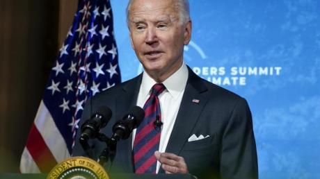 US-Präsident Joe Biden spricht beim virtuellen Klima-Gipfel, zu dem er zahlreiche Staats- und Regierungschefs eingeladen hat, im East Room des Weißen Hauses.