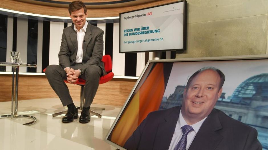 Kanzleramtsminister Helge Braun im Gespräch mit Chefredakteur Gregor Peter Schmitz.
