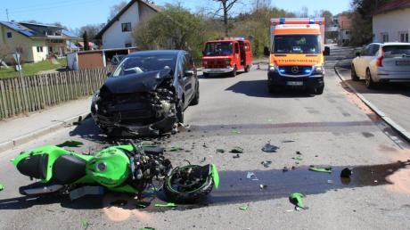 In Nordholz hatte ein Motorradfahrer einen Unfall. Er kollidierte mit einem Auto und erlitt dabei mittelschwere Verletzungen.