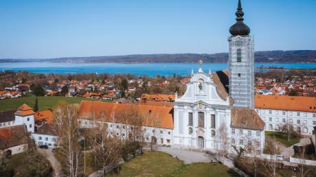 Im Dießener Marienmünster lädt Münsterorganist Stephan Ronkov zur ersten Orgelmatinee des Jahres ein.