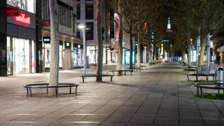 Viele Innenstädte waren letzte Nacht menschenleer: Zum ersten Mal greift seit Mitternacht die Corona-Notbremse.