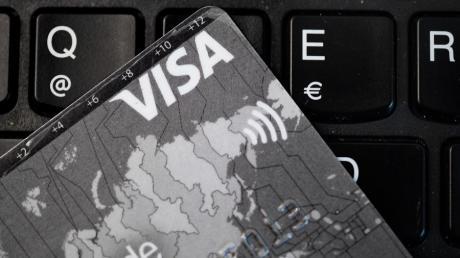 Einem Fakeshop ist eine Frau aus Burgau aufgesessen. Sie verlor dabei 300 Euro.