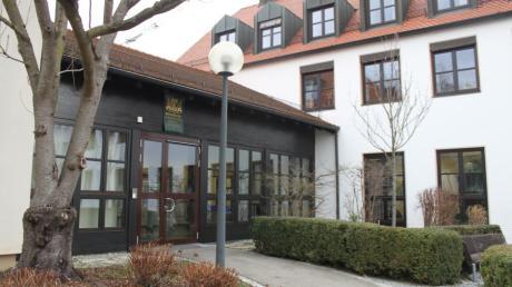 Das Verwaltungsgericht Augsburg stellt das Eilverfahren der AfD-Fraktion im Kreistag von Aichach-Friedberg ein. Es ist nicht die erste Niederlage der Rechtspopulisten.