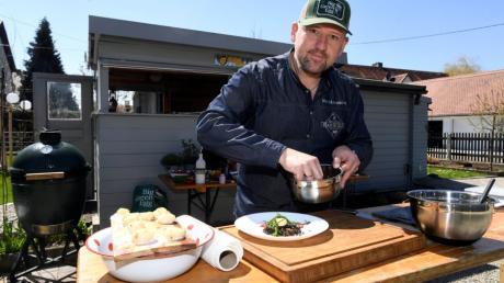 Andreas Hanisch aus Hirblingen verrät zwei Rezepte, mit denen auch Anfänger bei ihren Gästen punkten können: Jakobsmuscheln auf Belugalinsensalat und Süßkartoffeln Crostini.