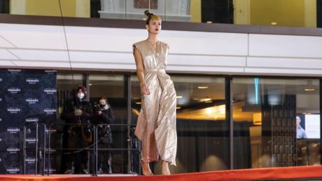 Dieser wackelige Laufsteg war der letzte Catwalk für Ana bei Germany's Next Topmodel.
