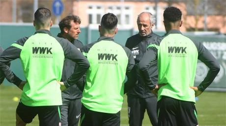 Für den FCA geht es in den letzten Saisonspielen um den Klassenerhalt. Gleichzeitig wird bereits der Kader für die nächste Saison geplant.