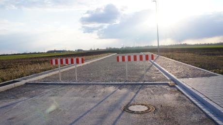Noch enden die Straßen im Westen des Meringer Gewerbeparks im Nichts. Hier könnte sich jedoch einmal eine Erweiterung anschließen.