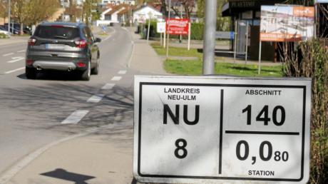 Die Kreisstraße NU8 durch Elchingen (hier eine Aufnahme aus Thalfingen) beschäftigt den Gemeinderat seit Jahren. Jetzt ist ein Vorstoß für ein Tempolimit gescheitert.