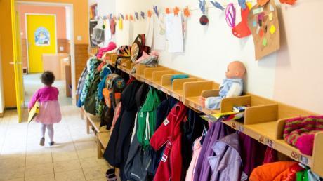 Der ständige Wechsel von Schließungen, Öffnungen und Phasen der Notbetreuung in den Kindertagesstätten ist belastend für die Kleinsten.