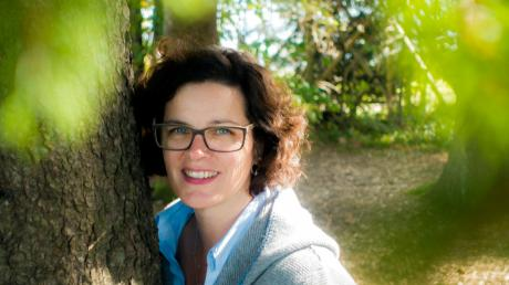 Sophie Bösel ist zertifizierte Kräuterpädagogin, veranstaltet regelmäßig Workshops und ist als Referentin tätig.