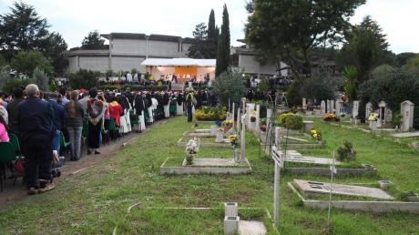 Diese Gräber auf Roms Friedhof Prima Porta sind belegt. Doch 2500 Särge warten noch auf ihre Beerdigung.