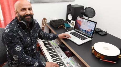 Schon vor neun Jahren hatte Farhad Jooyenda Sidiqi die Idee, ein Soloalbum aufzunehmen. Jetzt hat er die Idee umgesetzt.