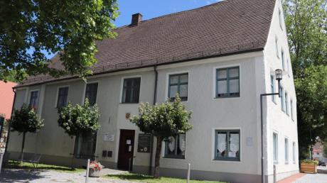 Das Adler-Gebäude in Illertissen soll saniert werden. Doch die genauere Untersuchung hat ergeben, dass deutlich mehr gemacht werden muss an dem Haus aus dem 18. Jahrhundert, als bisher angenommen.