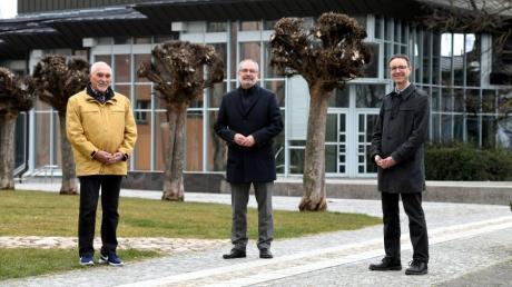 Dr. Manfred Link, Vorsitzender des aktuellen Seniorenbeirats, Gersthofens Bürgermeister Michael Wörle und Stefan Krug (von links) aus dem Bereich Soziales im Rathaus hoffen auf zahlreiche Kandidaturen und eine hohe Beteiligung bei der Seniorenbeiratswahl.