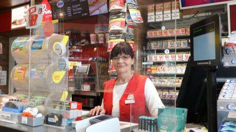 Seit elf Jahren betreibt Michaela Morhart die Avia-Tankstelle in Zusmarshausen.