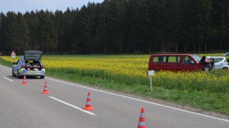 Ein schwerer Verkehrsunfall hat sich zwischen Eppisburg und Binswangen ereignet. Zwei Autofahrer erlitten dabei Verletzungen.