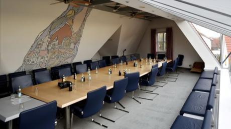 Der Sitzungssaal im Rathaus Gablingen. Dort tagt der Gemeinderat sehr häufig stundenlang.