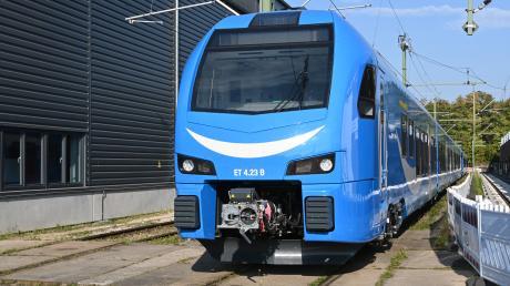 Das ist Globalisierung: Die Züge der schweizer Firma Stadler werden vom britischen Konzern Go Ahead in Bayern eingesetzt - und von einer Firma mit russischem Mutterkonzern gewartet.