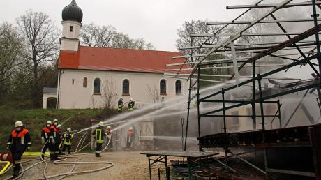 Einen Großbrand hatten die Feuerwehren am Freitag in Waldreichenbach zu löschen.