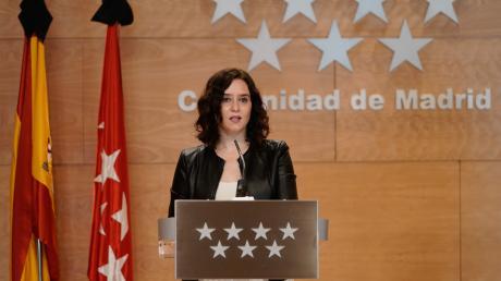 Die Präsidentin der Gemeinde Madrid, Isabel Díaz Ayuso, spricht bei einer Pressekonferenz