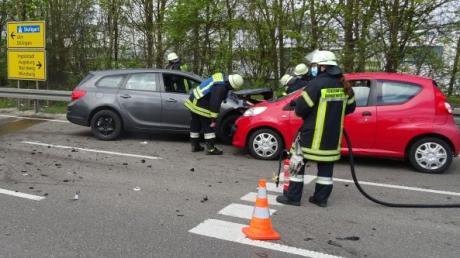 An diesem Unfall auf der Südspange bei Donauwörth waren drei Autos beteiligt.