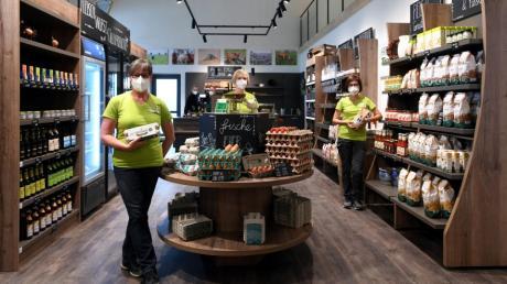 In größerem Verkaufsraum neu eröffnet wurde der Bio-Hofladen Rotter in Gablingen mit (von links) Manuela Rotter, Stefanie Rotter und Petra Göppel.