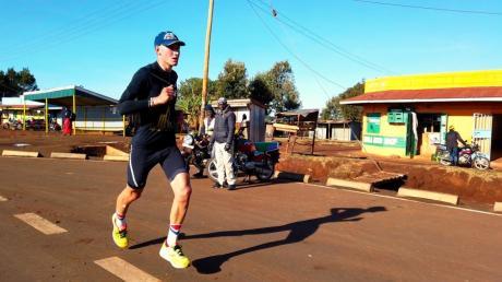 Manuel Viehl aus Hiltenfingen ist ins kenianische Läufer-Mekka Iten gezogen, um sich seinen Traum von Olympia 2028 zu verwirklichen.
